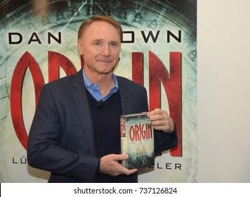 Frankfurt, Germany. 12th Oct. 2017. Dan Brown (* 1964) presents his newest book 'Origin', the latest part in the Robert Langdon book series,press conference at Frankfurt Bookfair / Buchmesse Frankfurt
