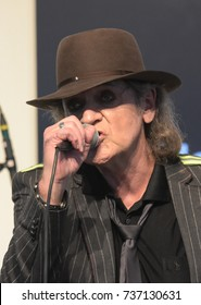 Frankfurt, Germany. 13th Oct, 2017.Udo Lindenberg performing a live concert at the Frankfurt Bookfair / Buchmesse Frankfurt, to promote the picture book 'Stärker als die Zeit' with images by Tine Acke