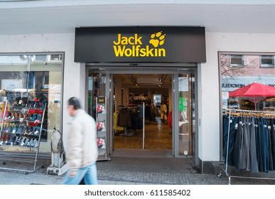 top fashion buying now size 40 Imágenes, fotos de stock y vectores sobre Jack Wolfskin ...