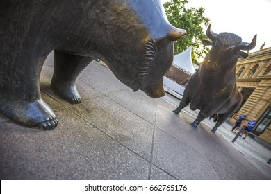 frankfurt germany stock exchange bull and bear statues