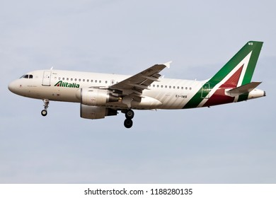 FRANKFURT AM MAIN, GERMANY - September 22, 2018: Italian Alitalia Airbus A319 with Irish registration EI-IMB on short final for runway 25L of Frankfurt Airport.