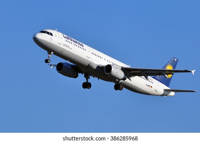 FRANKFURT,GERMANY-FEBR 25:AIRBUS A321-100 of LUFTHANSA above the Frankfurt airport on February 25,2016 in Frankfurt,Germany.Lufthansa is a German airline and also the largest airline in Europe.