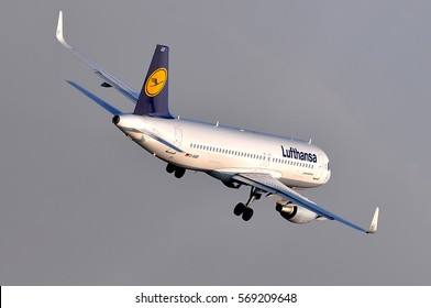FRANKFURT,GERMANY-MARCH 10:LUFTHANSA Airbus A320-200 takes off at airport on March 10,2016 in Frankfurt,Germany.