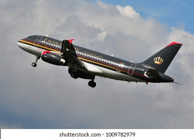 FRANKFURT,GERMANY-SEPTEMBER 24,2015: ROYAL JORDANIAN Airbus A319 lands at Frankfurt airport.Royal Jordanian Airlines is the flag carrier airline of Jordan.