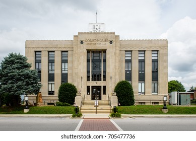 The Franklin County Courthouse in Winchester, Tennessee, USA.
