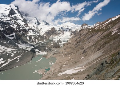 Franz Joseph Höhe, Austria. Jun 24, 2021. Austrias biggest glacier, Pasterze, in Hohe Tauern. It is retreating at an incredible speed, which can be seen by comparing the 20 years older photo.