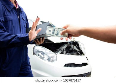 The fraudulent to investigate car accidents by filing money for Surveys. Car insurance concept. Image with clipping path and style blur focus.