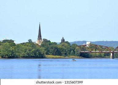 Fredericton, New Brunswick / Canada:  September 16 2017:  People Boating on the Saint John River Beside Downtown Fredericton