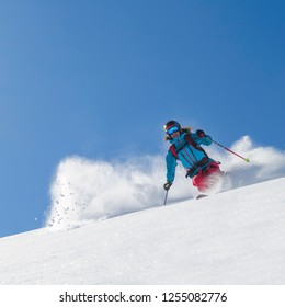 Freeride skiing with perfect conditions