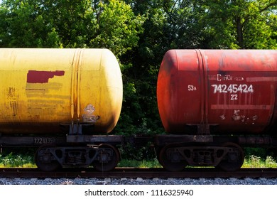 Freight transport by rail, cisterns, wagons