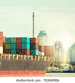 Freight transport with large tankers In the cargo With international trade, large ships can pick up a lot of goods. The cost of transportation has been reduced.