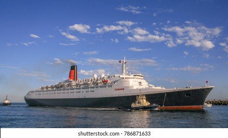 Fremantle, Australia - Mar 5th, 2008: The Cunard Liner Queen Elizabeth 2 sails into Fremantle harbour on her annual  round the World cruise for the last time. She was de-commissioned on 11th Nov 2008.
