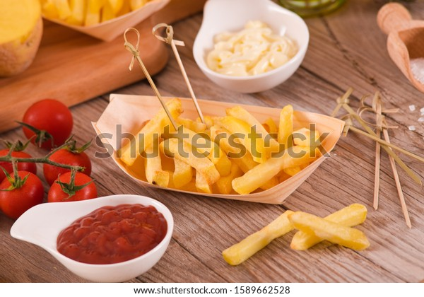 french-fries-ketchup-on-wooden-600w-1589