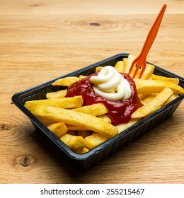french fries red - white with fork