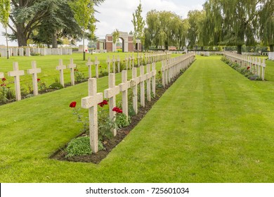 French Graves at LIJSSENTHOEK MILITARY CEMETERY, West-Vlaanderen, Belgium, Lijssenthoek was the location for a number of casualty clearing stations during the First World War.