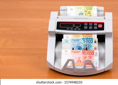 French Pacific Territories money - Franc in a counting machine