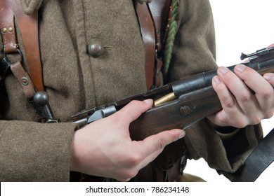 a french soldier 1940 loading his rifle