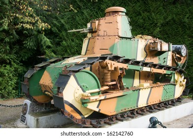 French tank with camouflage in the first world war