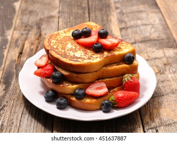 french toast with berry