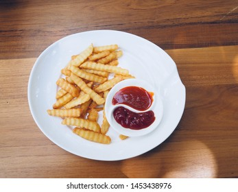 Frenchfries fried with dipping tomato and chilli sauce