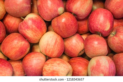 Im Apfelland Südtirol, Norditalien, frische Äpfelsorten. Apfel geeignet für Kuchen.