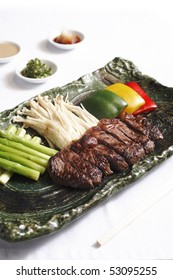 fresh beef teppanyaki served with vegetable and side dish