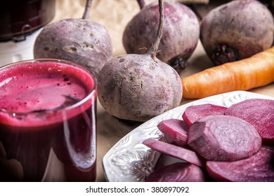 fresh beetroot and beetroot juice