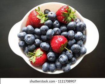 fresh berries breakfast