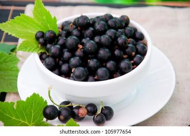 Fresh blackcurrant in  bowl