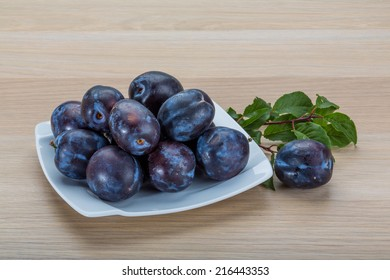 Fresh bright plums in the bowl