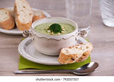 Fresh broccoli soup with bread