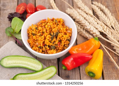 Fresh bulgur and vegetables