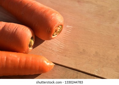 Fresh carrots with leaf on wooden floor