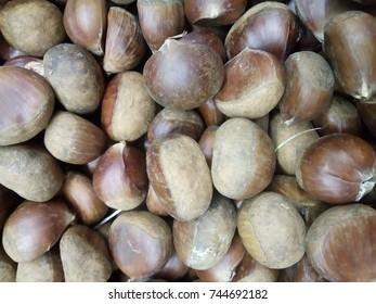Fresh chestnut image in the wet market