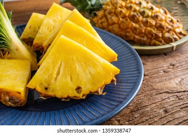 Fresh delicious pineapple fruit slices