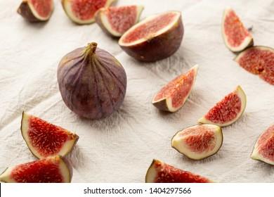 Fresh figs sliced on linen