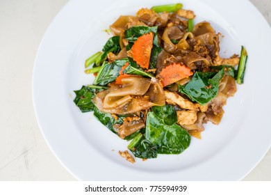 Fresh fried wide rice noodle with kale, carrot, chilli and chicken fillet. Traditional thai cuisine.