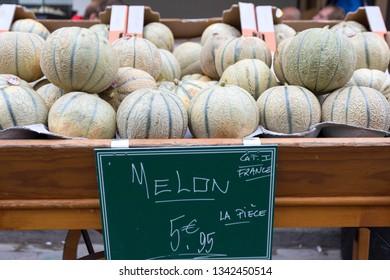 Fresh fruit selling in Paris at Rue Mouffetard market