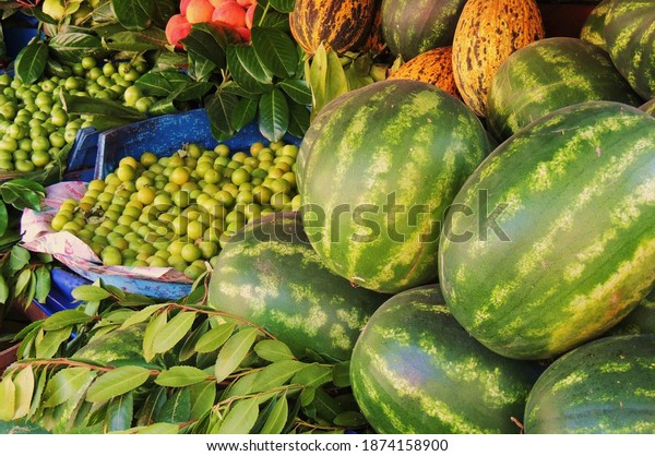 fresh-fruit-summer-selling-outside-600w-