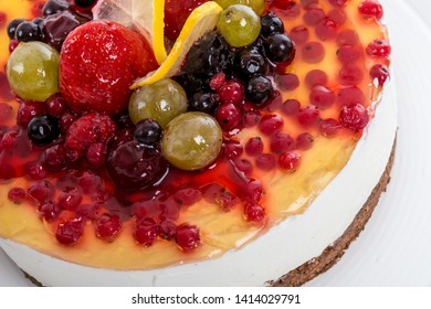 Fresh fruits cake decoration detail with gelatine layer on top
