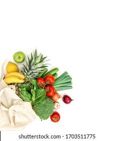 Frisches Obst und Gemüse.Gesundes Essen. Tomate, Gurken, Salat, Apfel, Banane, Ananas, Broccoli, Zwiebeln