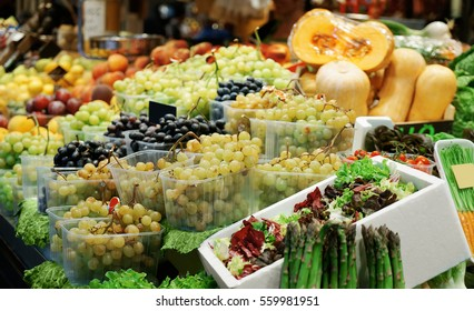 Fresh fruits and vegetables in market