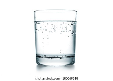 A fresh glass sparkling water