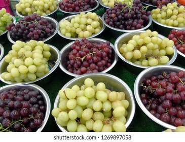 Fresh grapes in bowls