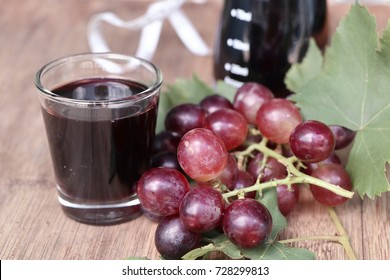 fresh grapes with juice