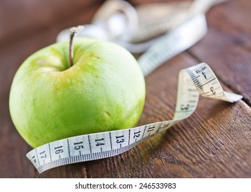 fresh and green apple on the wooden table