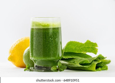 Fresh green detox juice with collard and lemon
