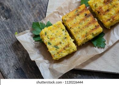 frisch gegrilltes Polenta für einen Snack