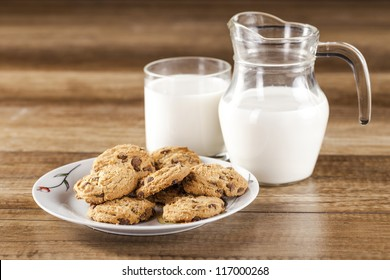 fresh healthy milk and cookies