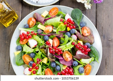 Fresh and healthy salad made with fruits and vegetables